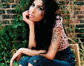 As the word spreads throughout out the world, celebrities and personalities took to twitter to express their thoughts on Amy Winehouse's passing. Ryan Seacrest twittered